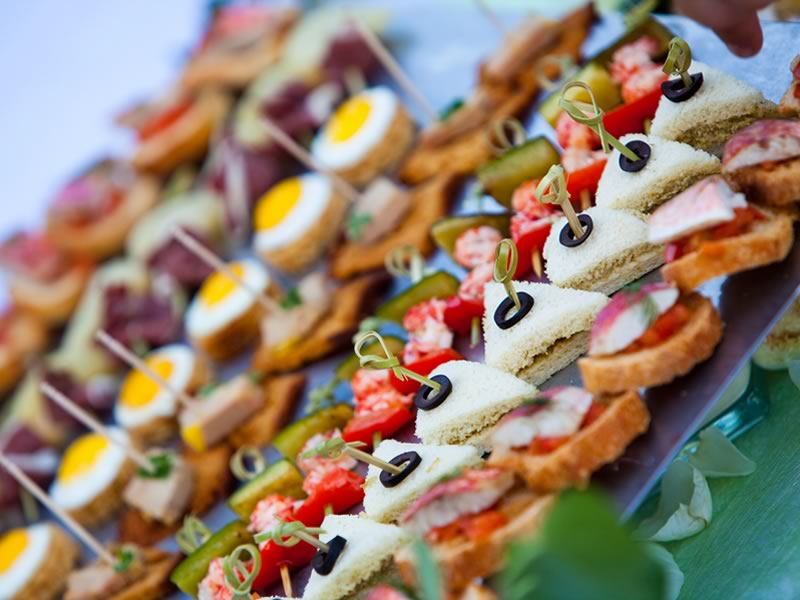How To Choose a Wedding Menu That Everyone Likes